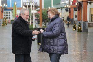 Wethouder Fackeldey deelt Lelystad geeft licht-jes uit